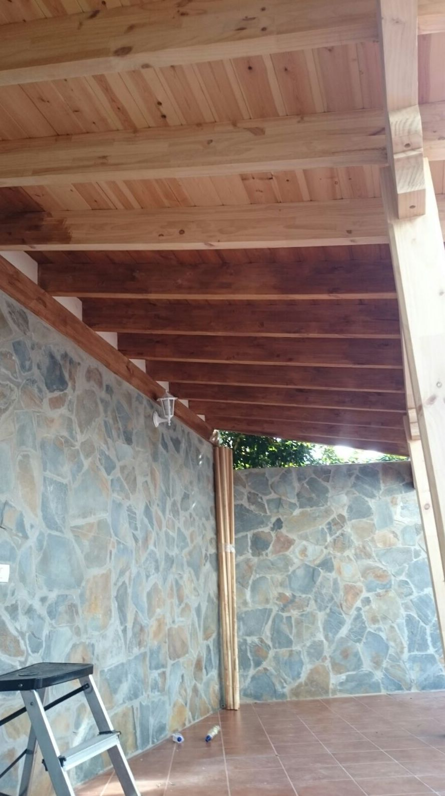 Servicio de Barniado y tinte de madera