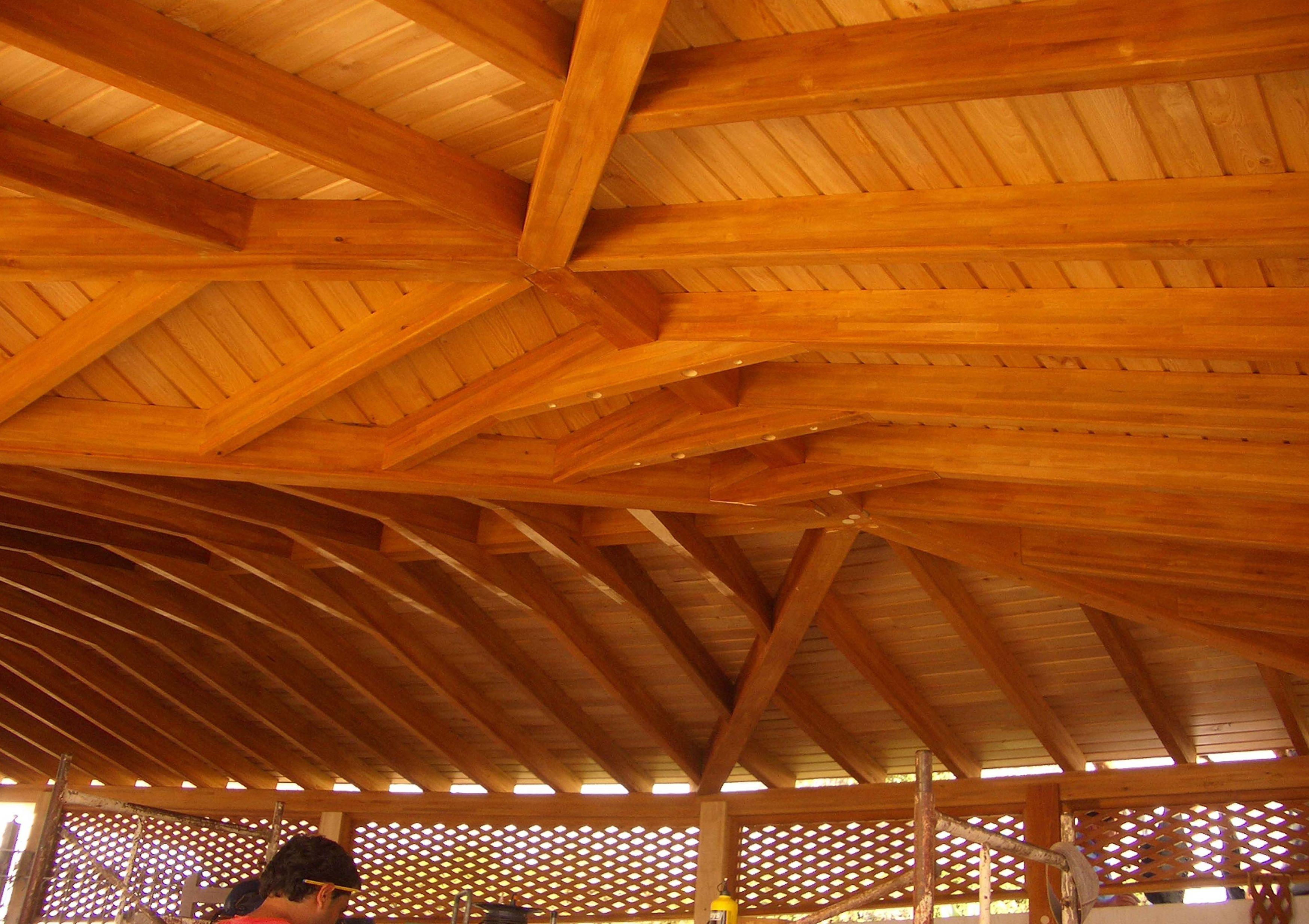 Techo de madera laminada