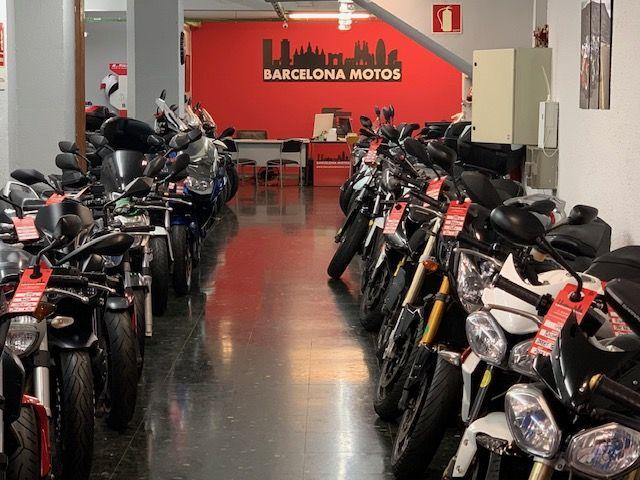 Tienda de motos usadas en el Eixample, Barcelona