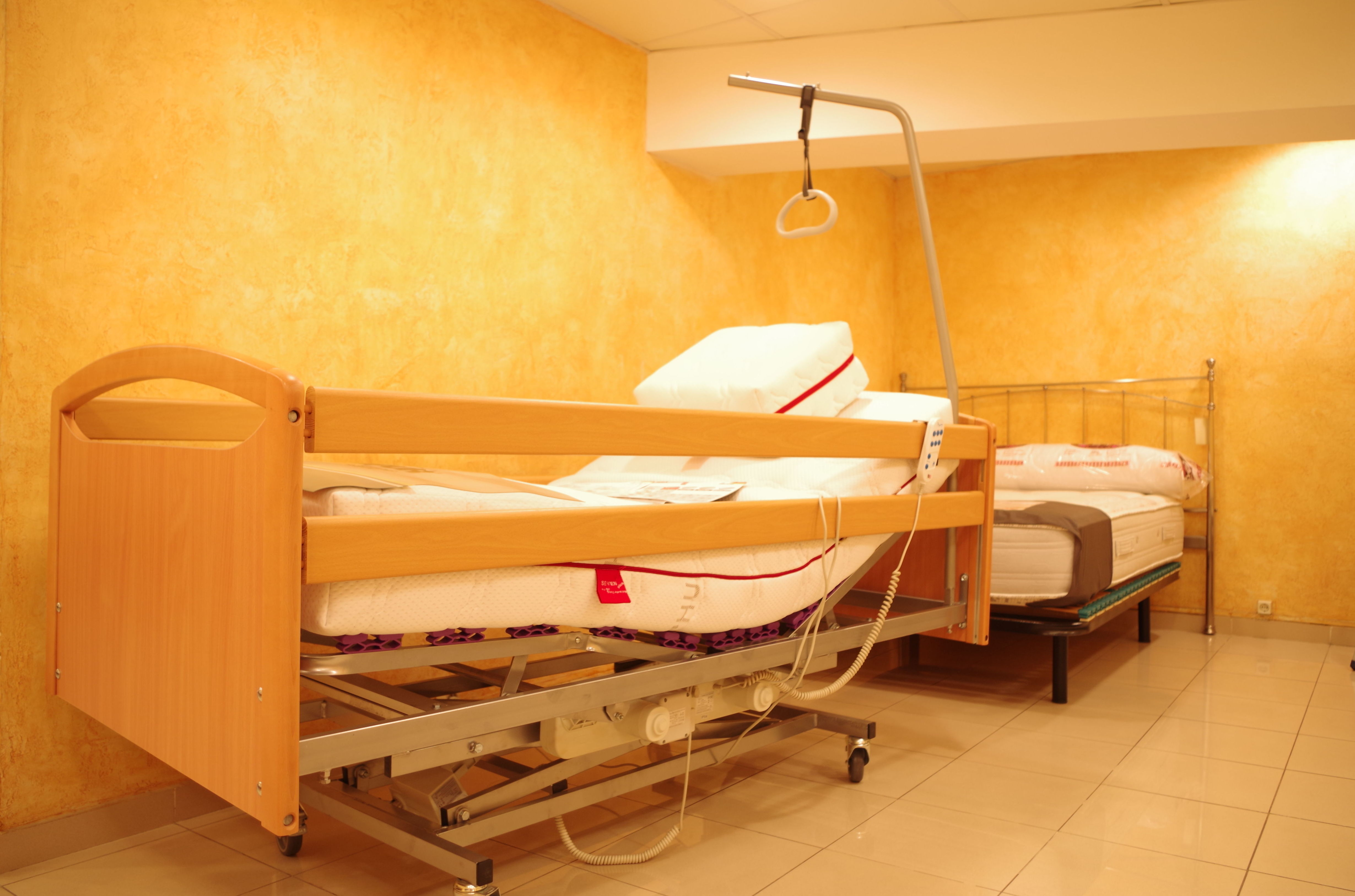 Camas articuladas especiales para enfermos