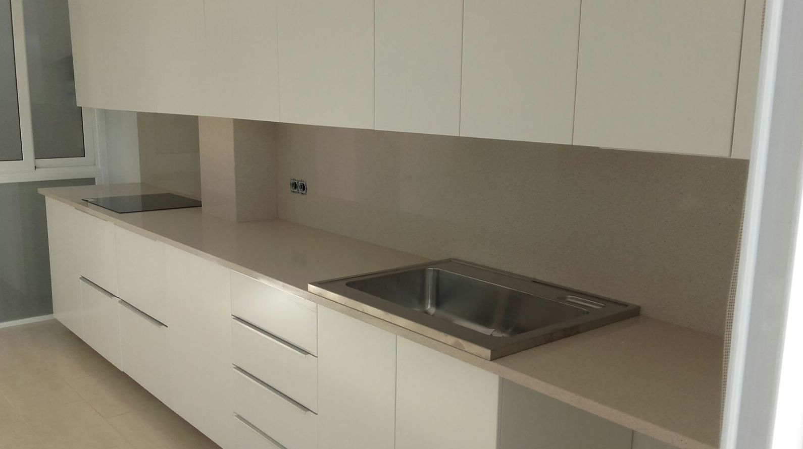 Encimera y frontal Silestone Blanco City