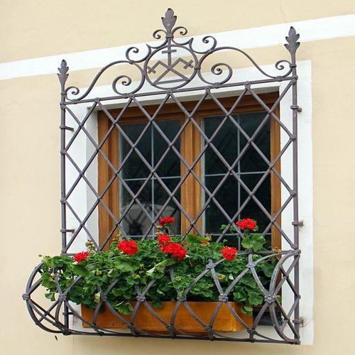 Rejas para ventanas en hierro forjado en Madrid