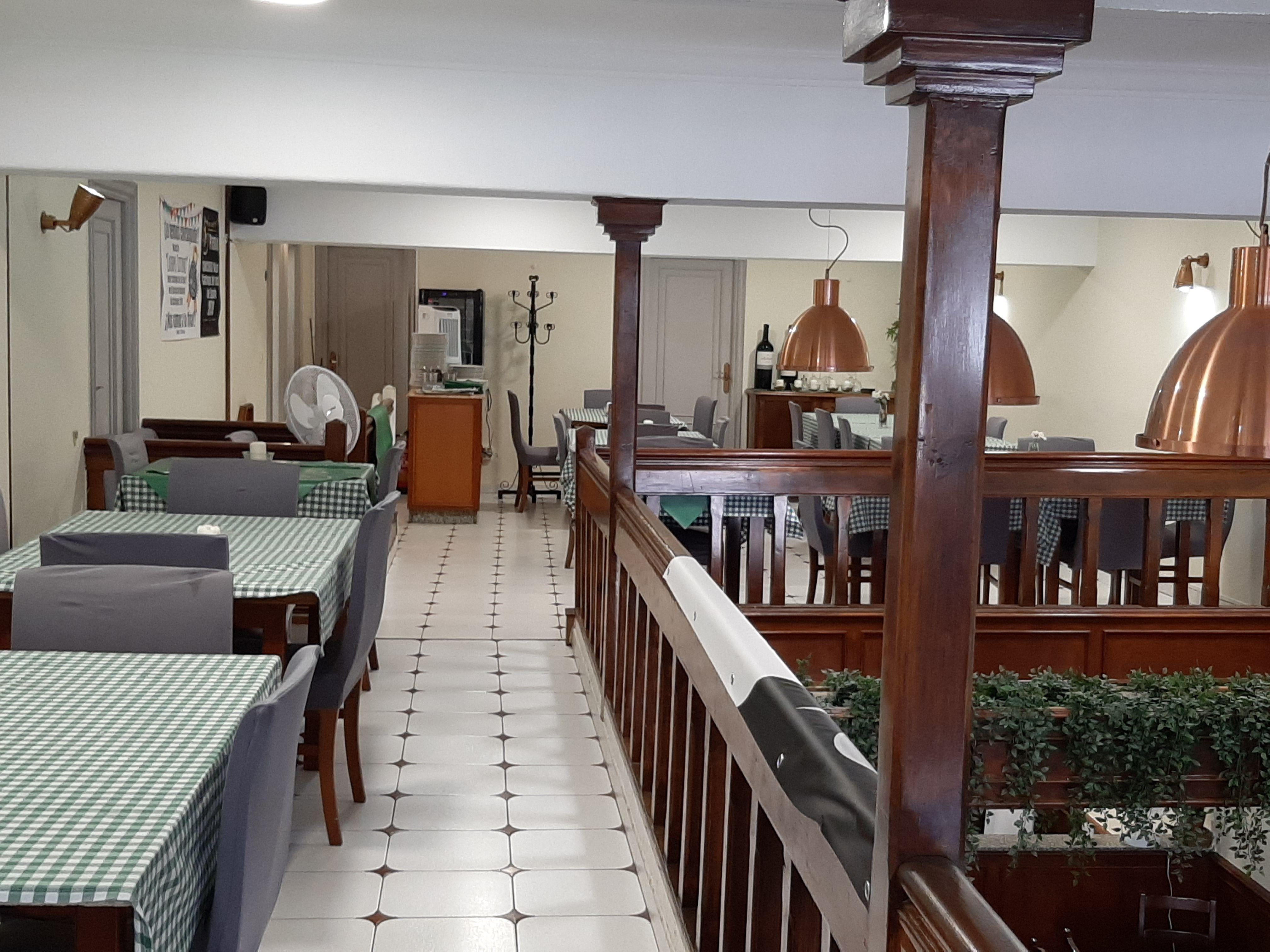 Amplios espacios para tu máxima comodidad y disfrute en La Cantina Sixtina (A Coruña)