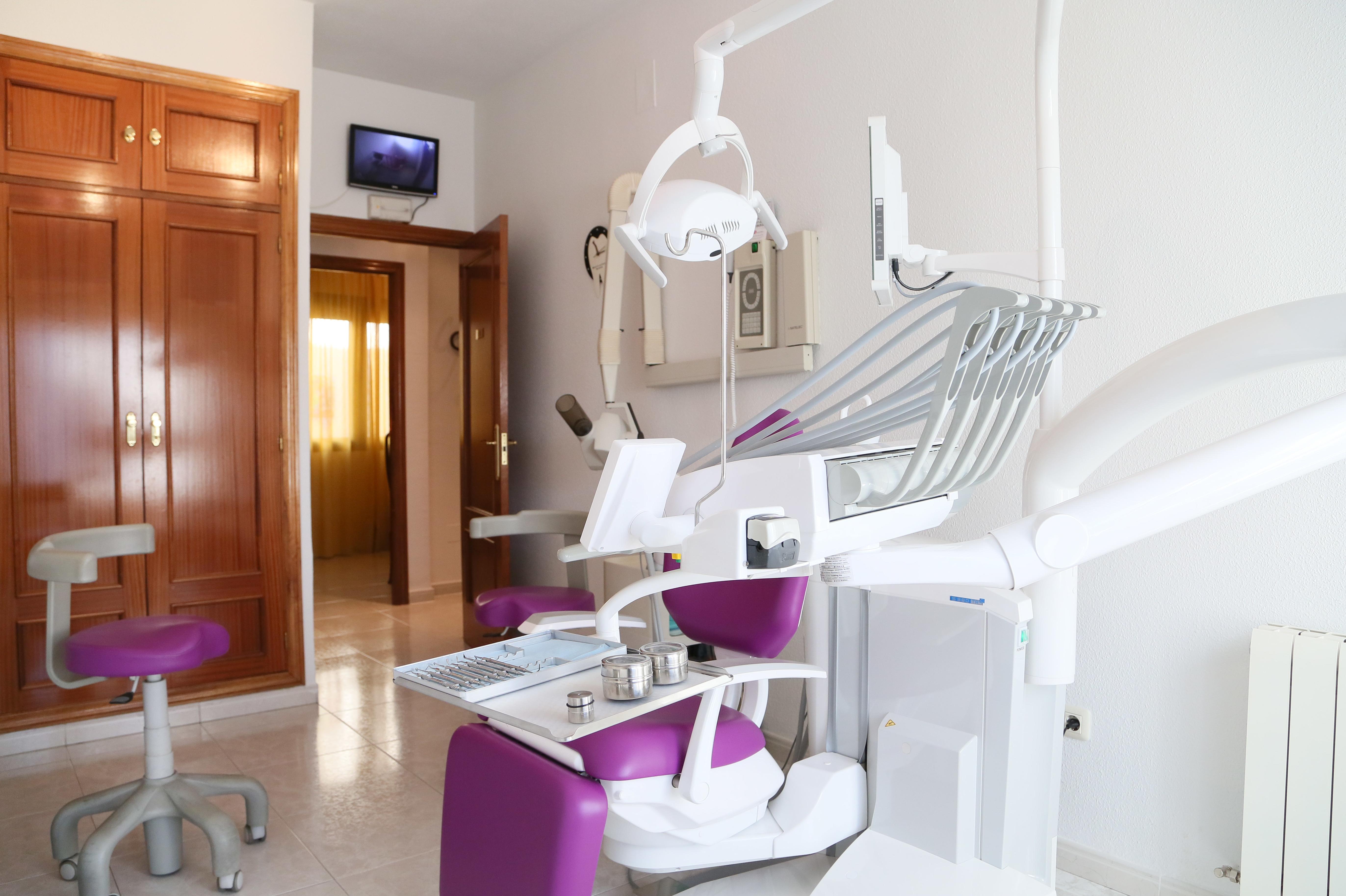 Foto 1 de Dentistas en Bargas | Clínica Dental Dra. Miriam Signorini