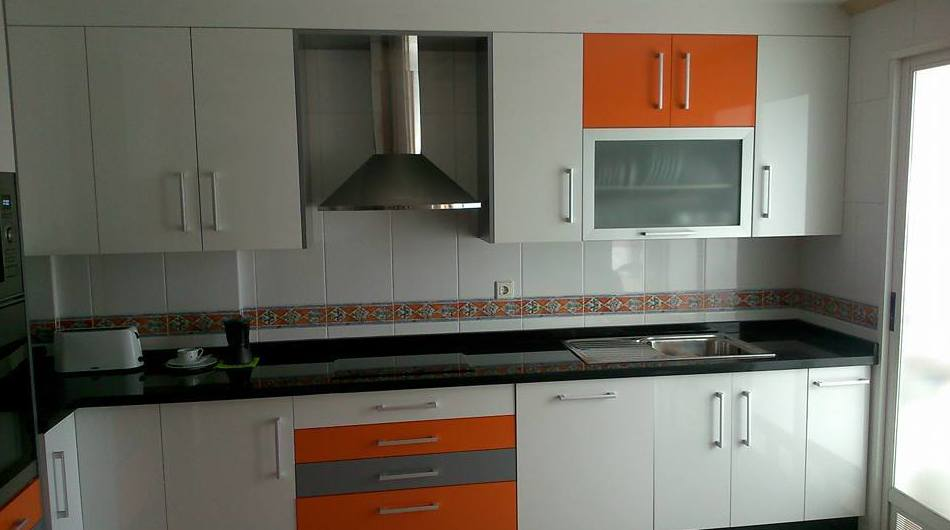 Empresa con amplia experiencia en fabricación y montaje de cocinas a medida en Granada