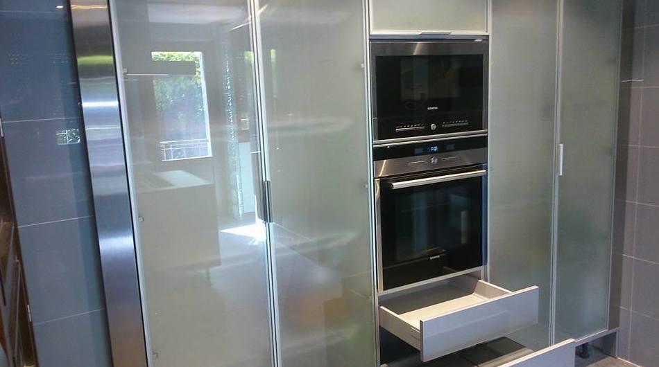 Muebles de cocina funcionales y electrodomésticos