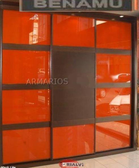Armarios empotrados de diferentes modelos y materiales en Granada