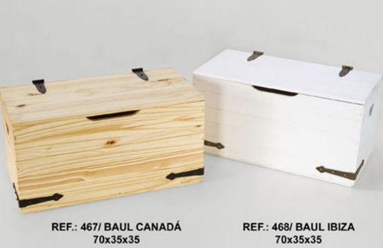 Baúles de madera en diferentes colores