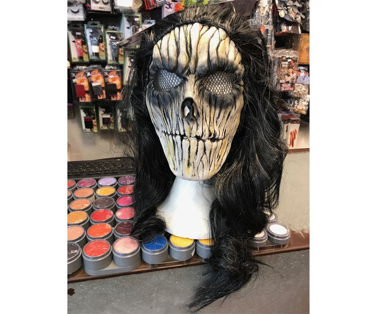 Disfruta del mundo zombi con nuestras máscaras