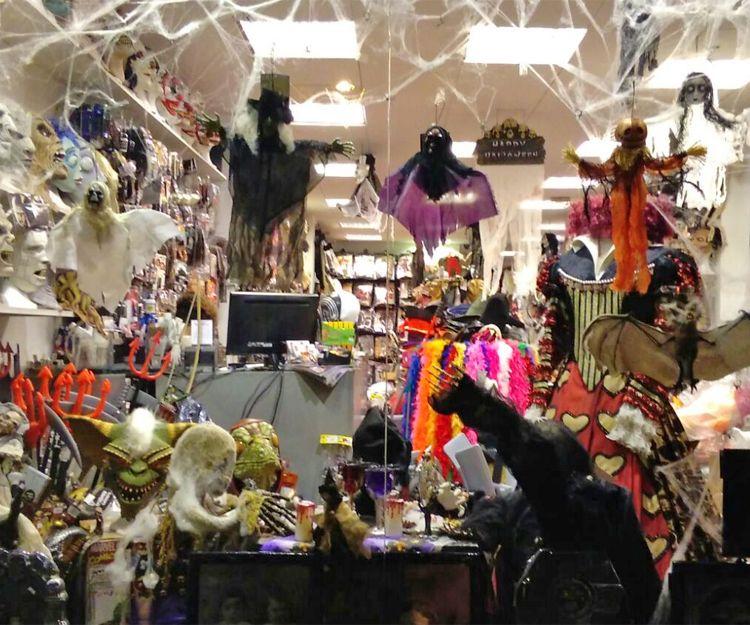 Alquiler y venta de complementos para disfraces en Barcelona