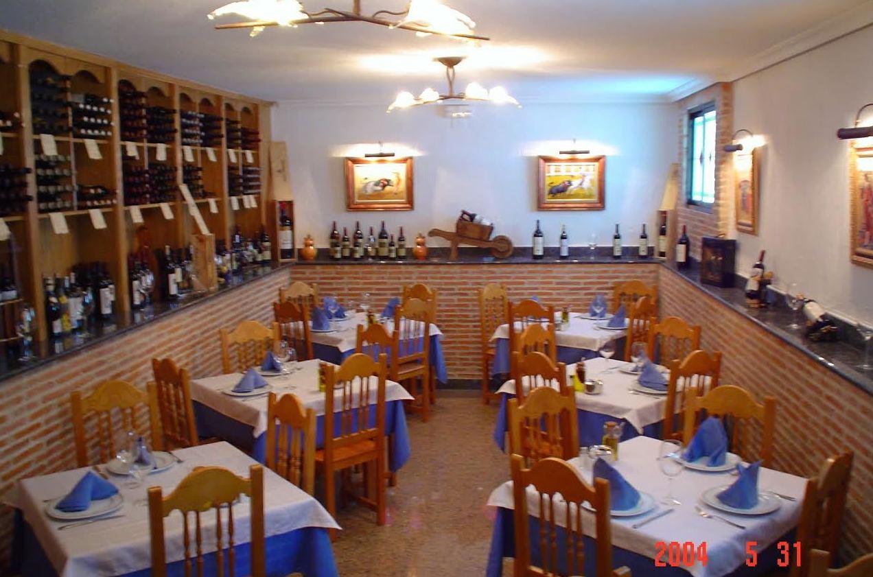 Salón con bodega de Cervecería Restaurante El Alcazar
