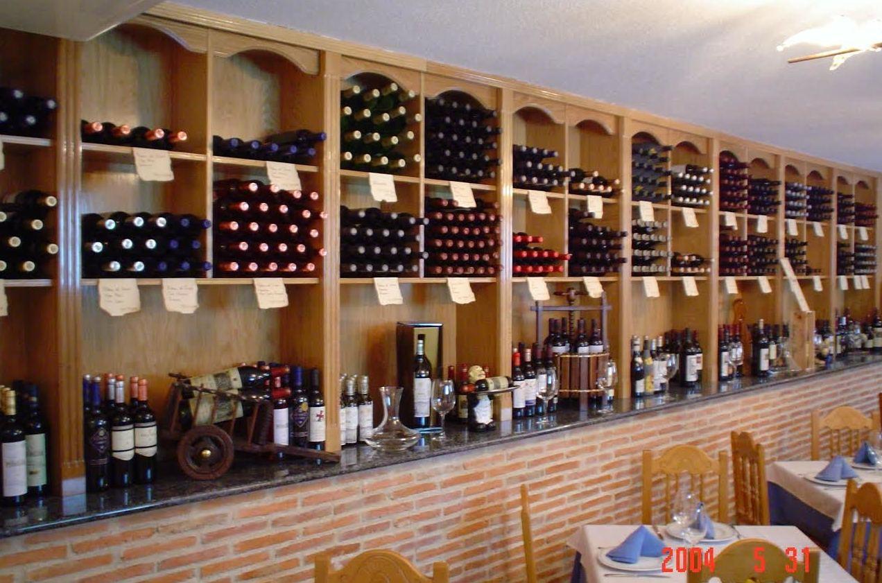 Salón y bodega vinos de Cervecería Restaurante El Alcazar
