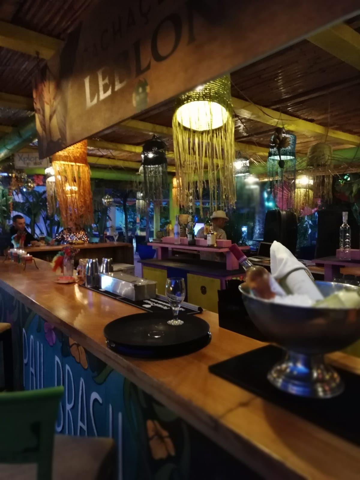 Restaurante, cócteles y música en directo en Ibiza