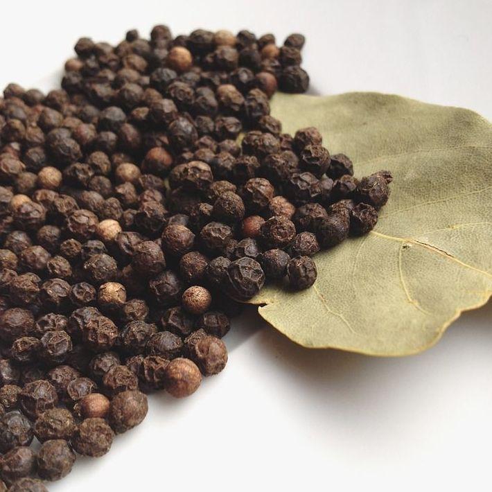 Pimienta negra en grano: Tipos de especias de Comercial Familia Peñaranda, S.L.