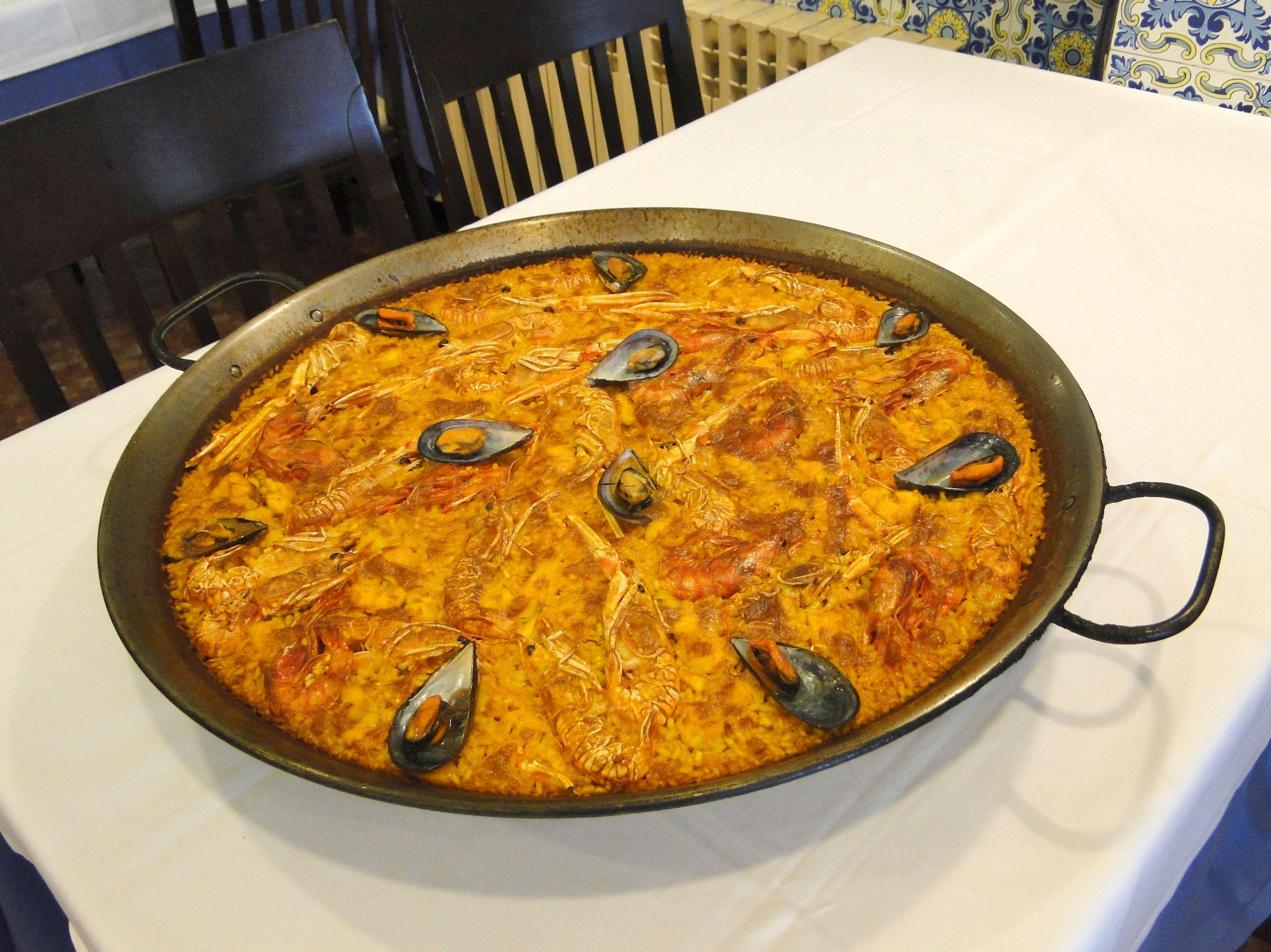 La paella marinera, una opción de la cocina mediterránea