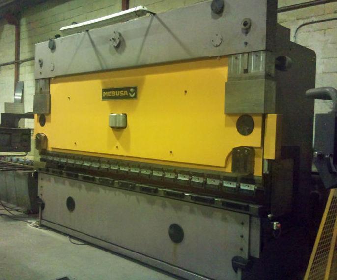 Plegadora hidráulica CNC Mebusa 120 toneladas: Servicios y maquinaria  de Calderería y Obras, S.L.