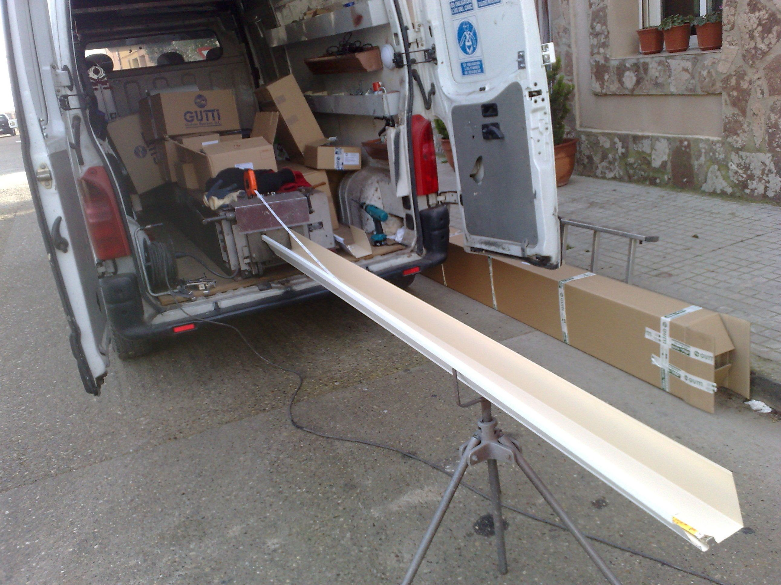 Instalaci n de canalones en zaragoza aragonesa de canales - Canalon de aluminio ...