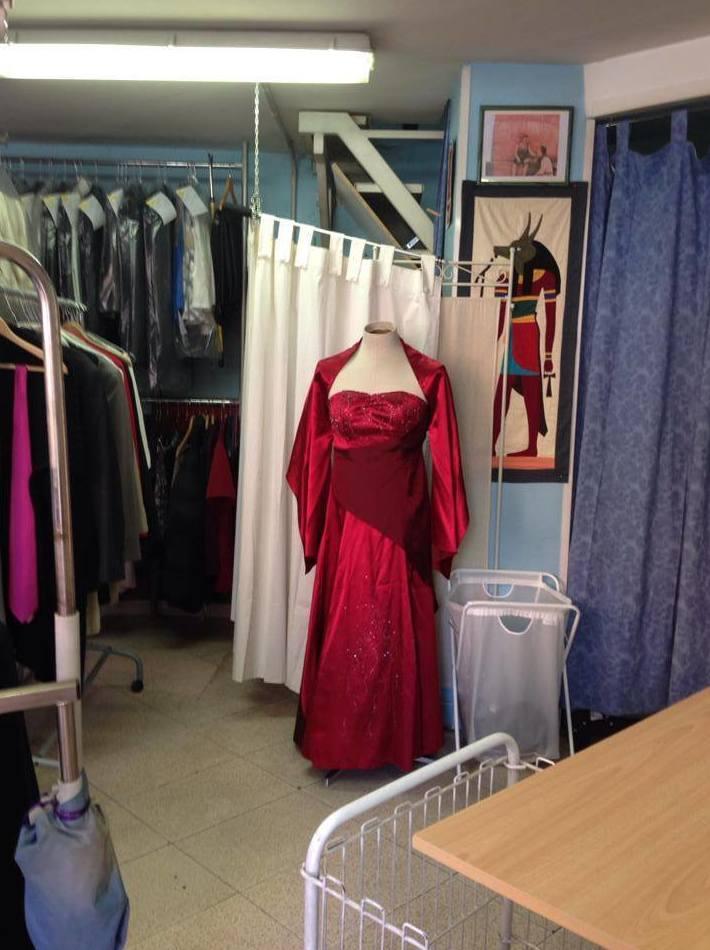 Arreglos de ropa: Servicios  de Tintorería Anubis