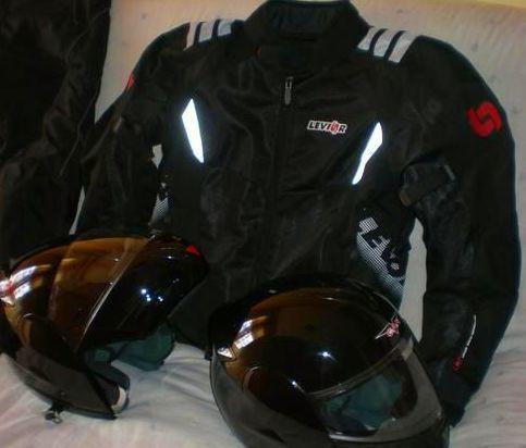 Limpieza de cascos y ropa de motorista: Servicios  de Tintorería Anubis