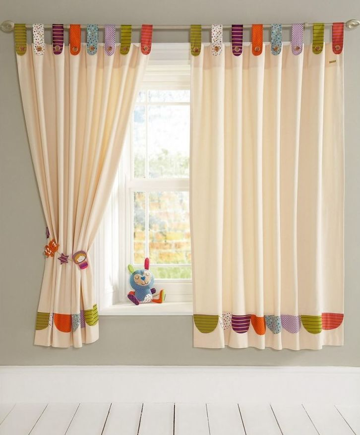 Limpieza, desmontaje, y confección de cortinas...: Servicios  de Tintorería Anubis
