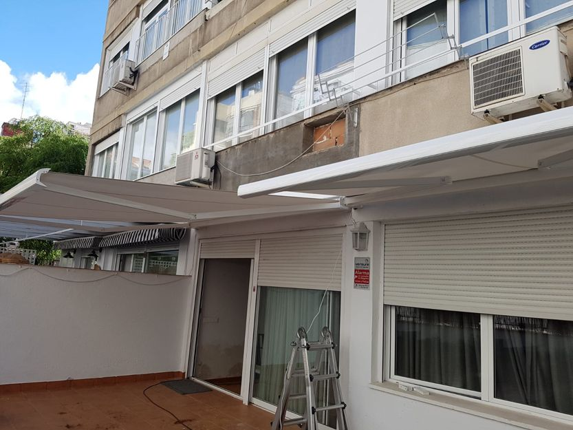 Instalación de toldos cofre extensibles en Madrid