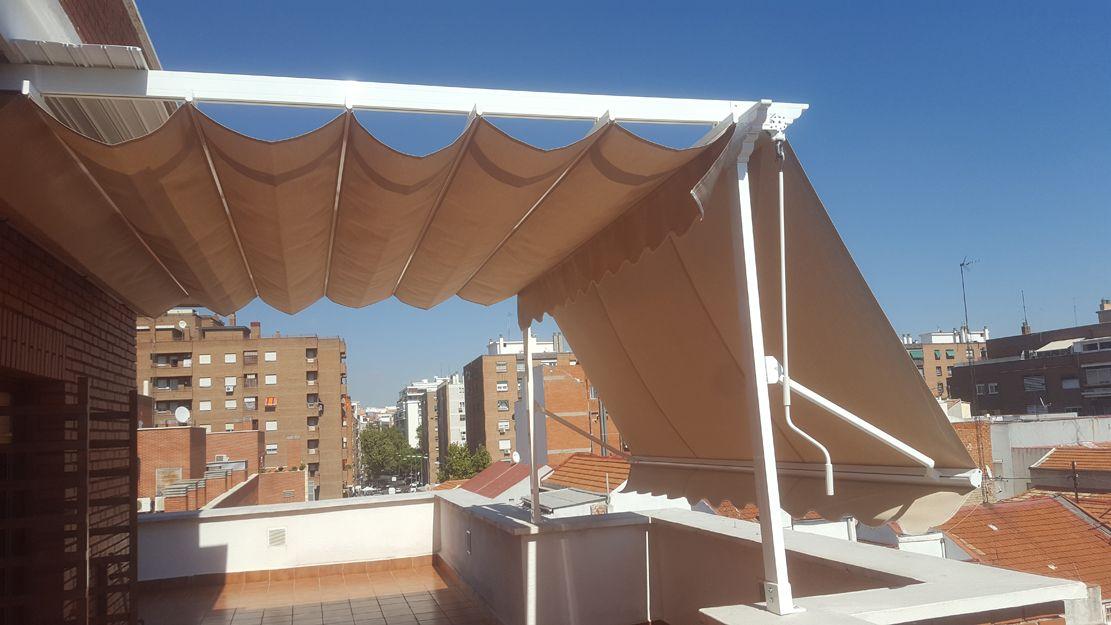 Instalación de pérgolas con toldo en Madrid