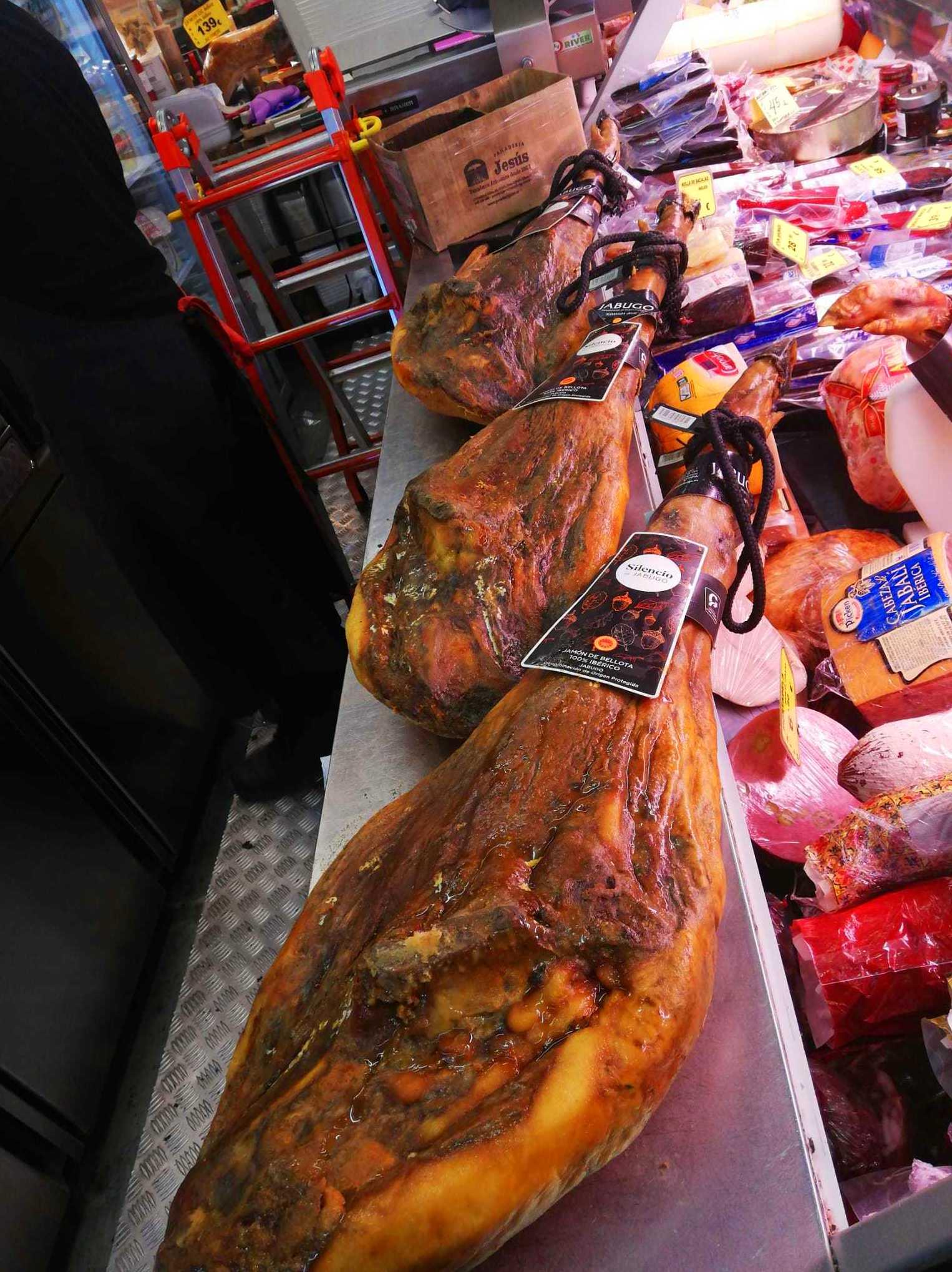 Foto 2 de Charcuterías en  | Comestibles y Salazones Paco y Mari