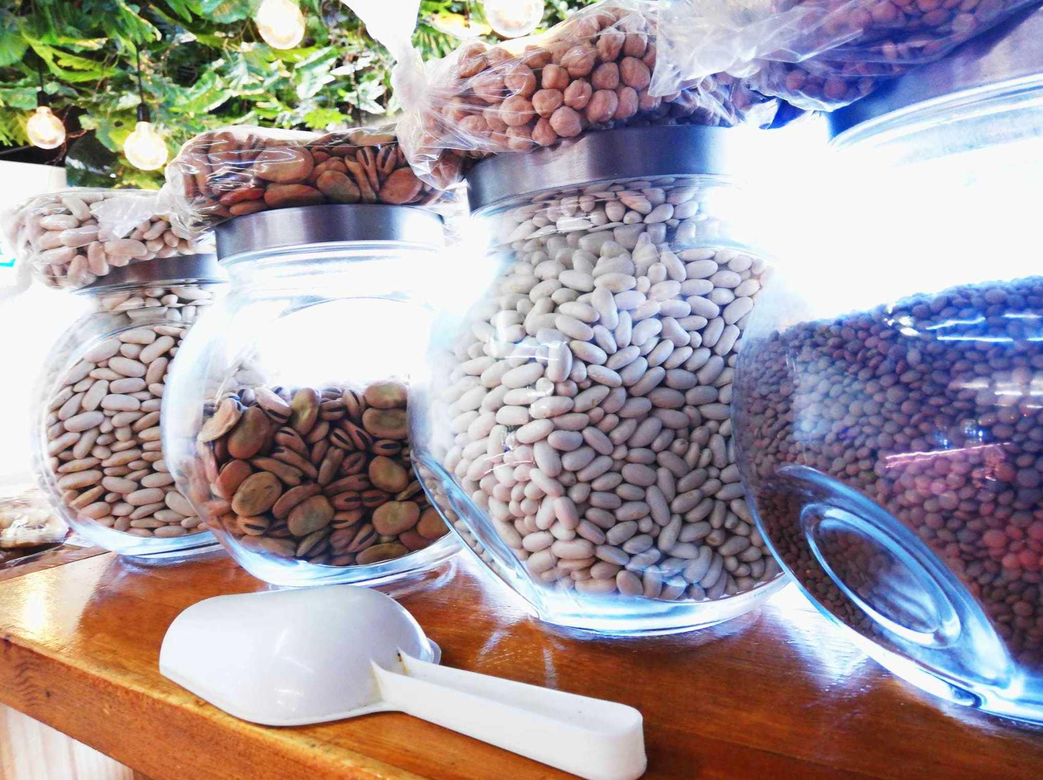 Foto 4 de Charcuterías en  | Comestibles y Salazones Paco y Mari