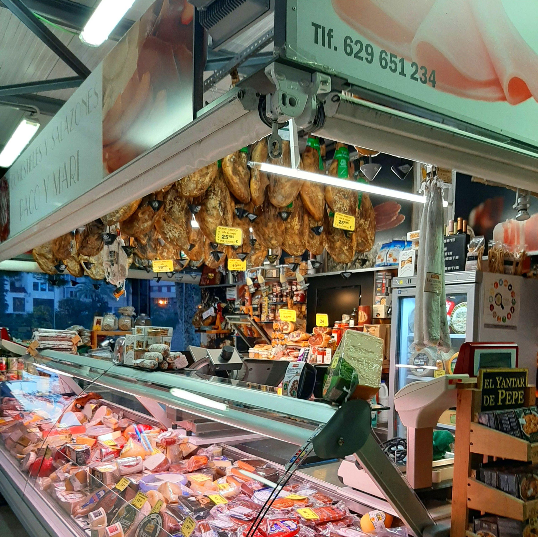 Foto 1 de Charcuterías en  | Comestibles y Salazones Paco y Mari