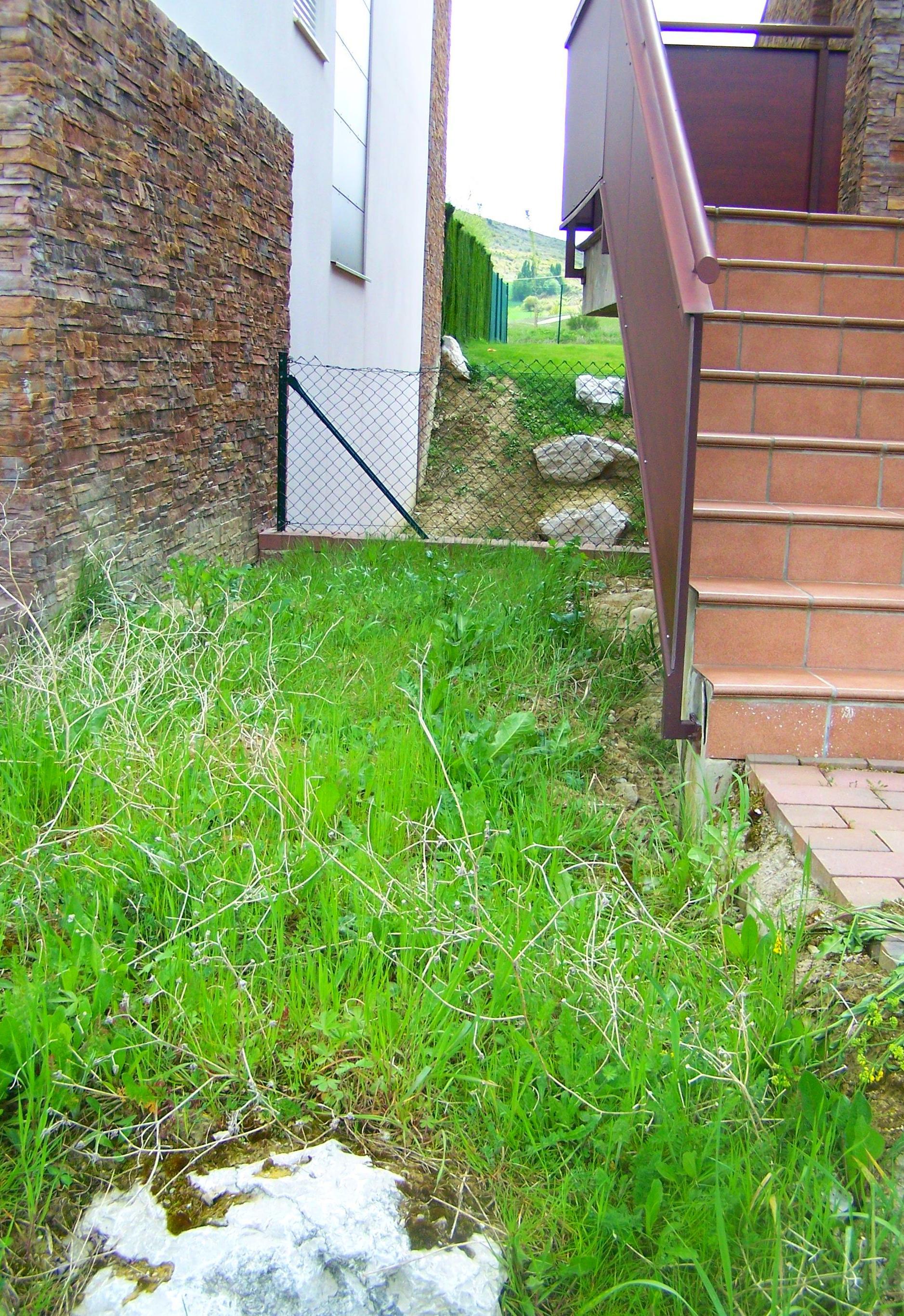 Adecuación jardín. Previa. Bancales. Terrazas. Escollera.