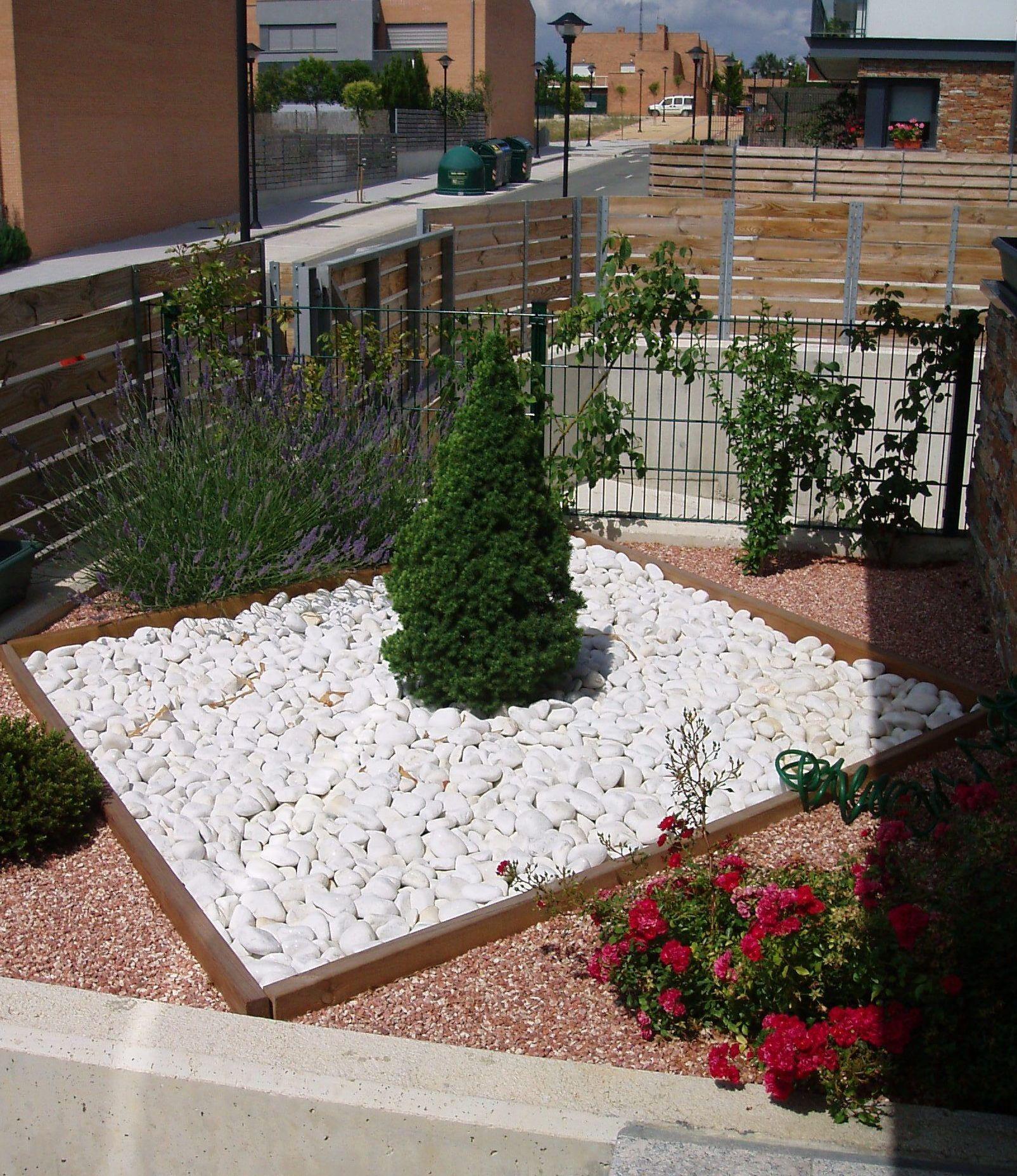 Diseño con aridos y plantaciones