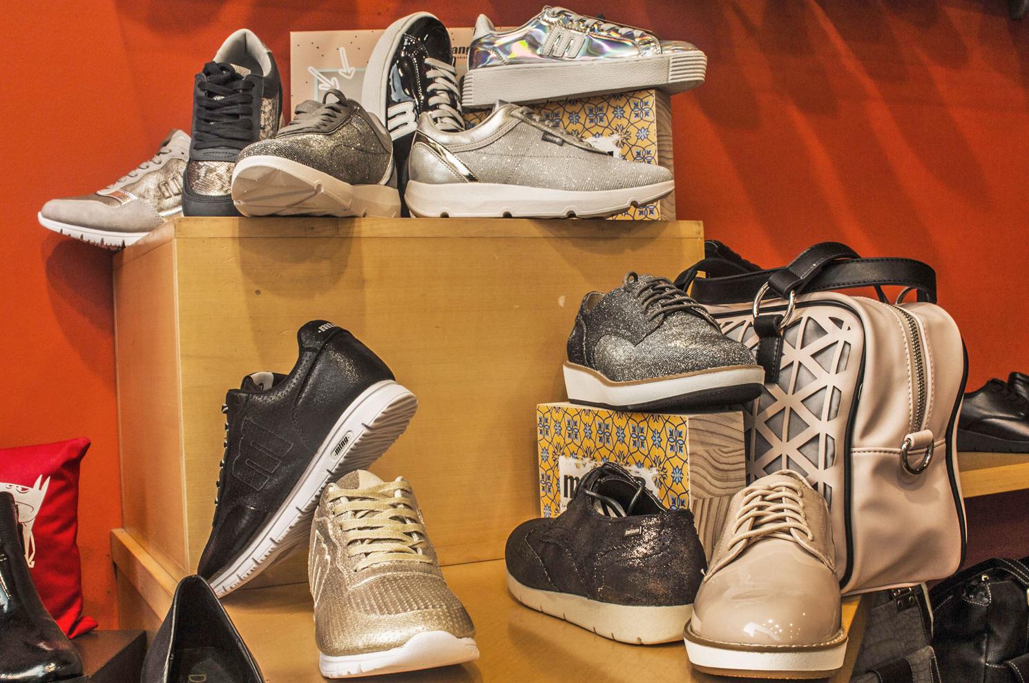 Zapatillas y complementos Mustang en Arteixo