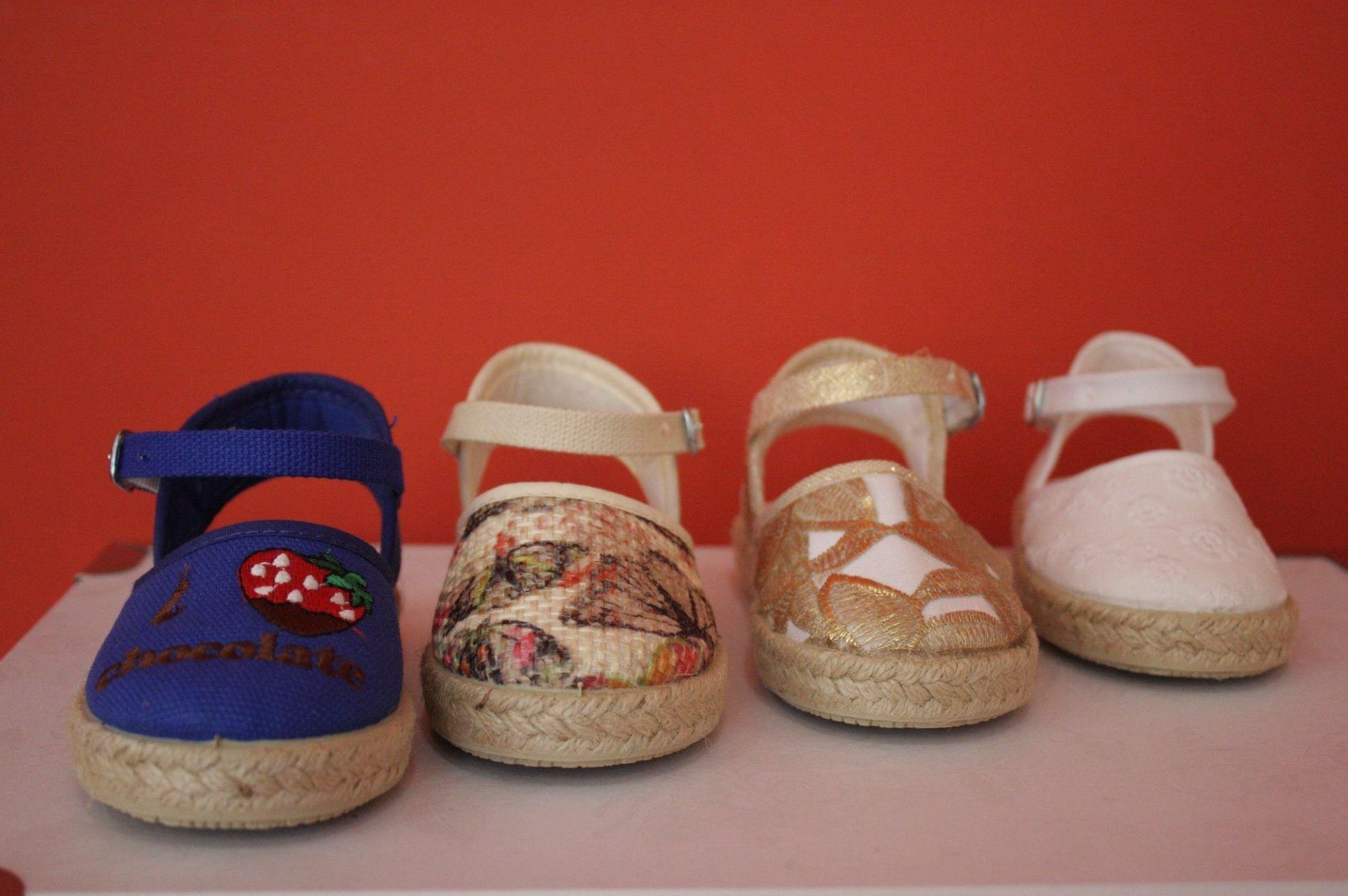 Sandalias para niñas de esparto en Arteixo