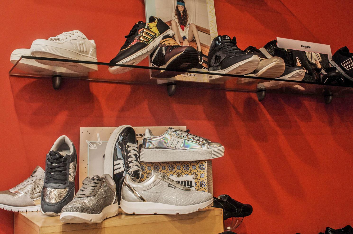 Zapatillas deportivas para mujer en Arteixo