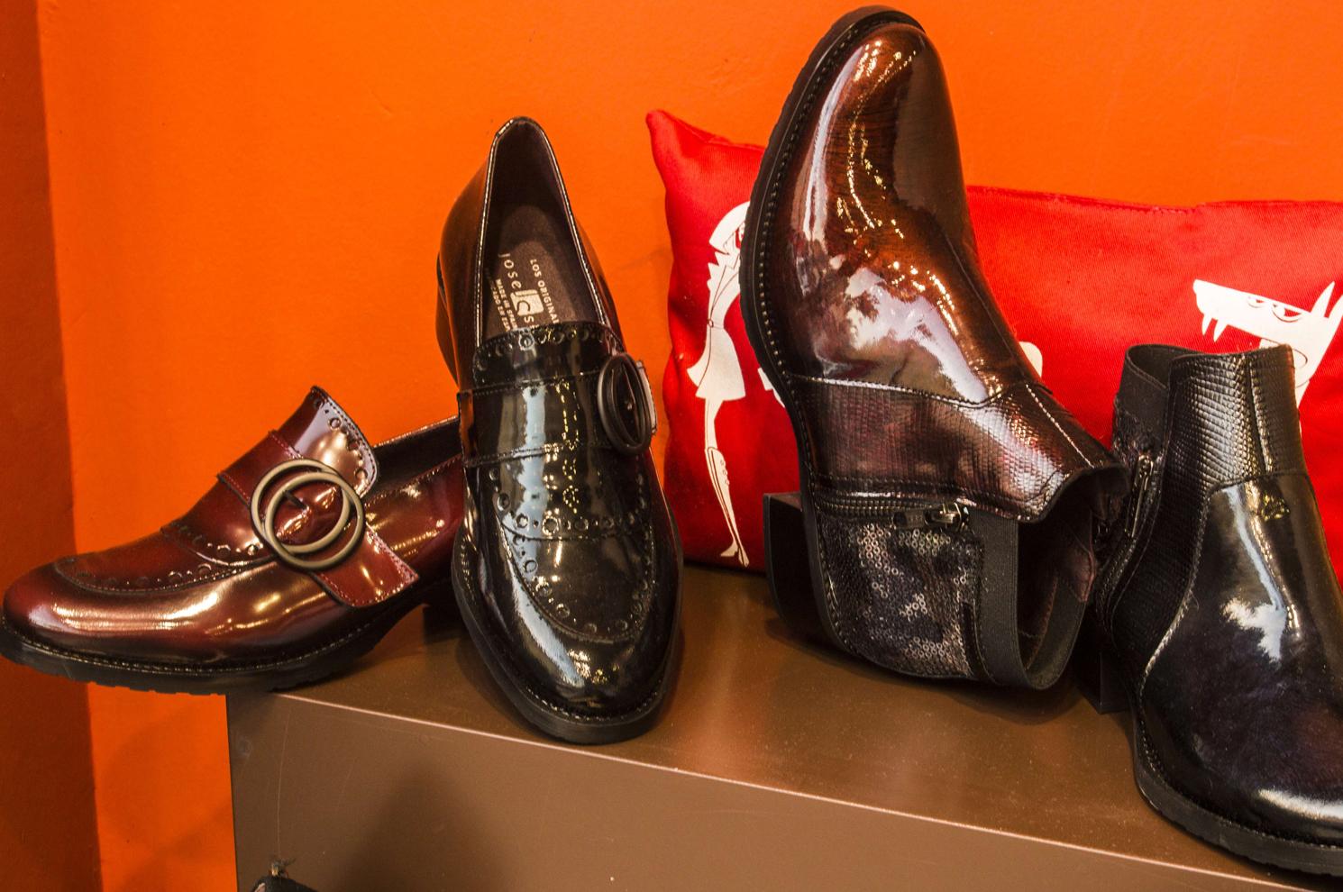 Zapatos y botines de señora en Arteixo