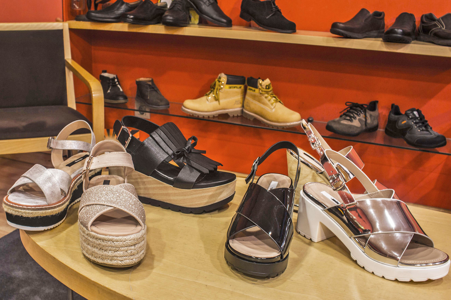 Sandalias para señora de diversos estilos para el verano en Arteixo