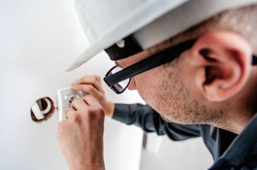 Urgencias de electricidad: Servicios de Instalaciones Luis Sampedro