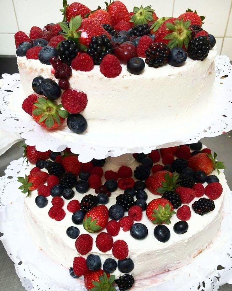 Tarta de nata  y frutos silvestres