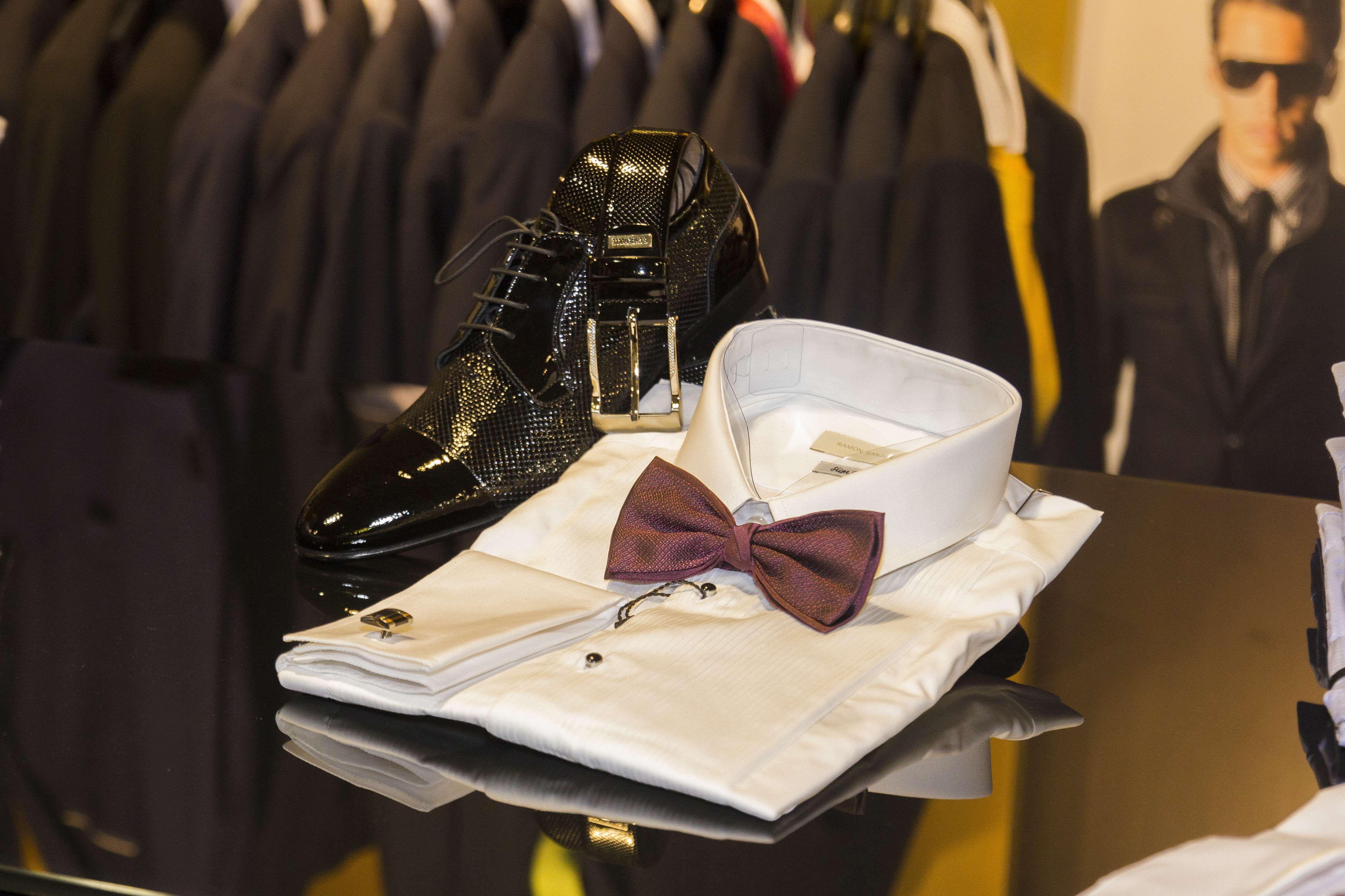 Conjunto de camisa y zapatos