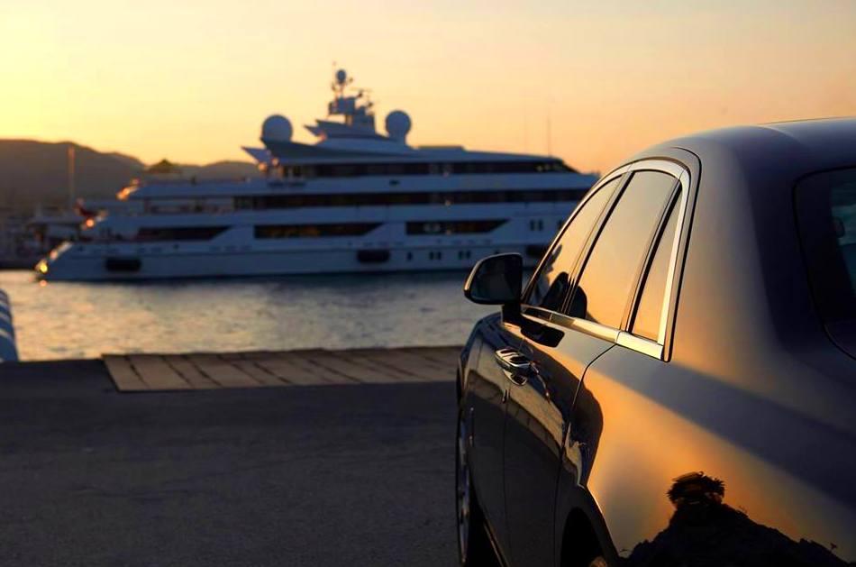 Foto 12 de Alquiler de coches y furgonetas en Reus | Mar del Plata Limousines