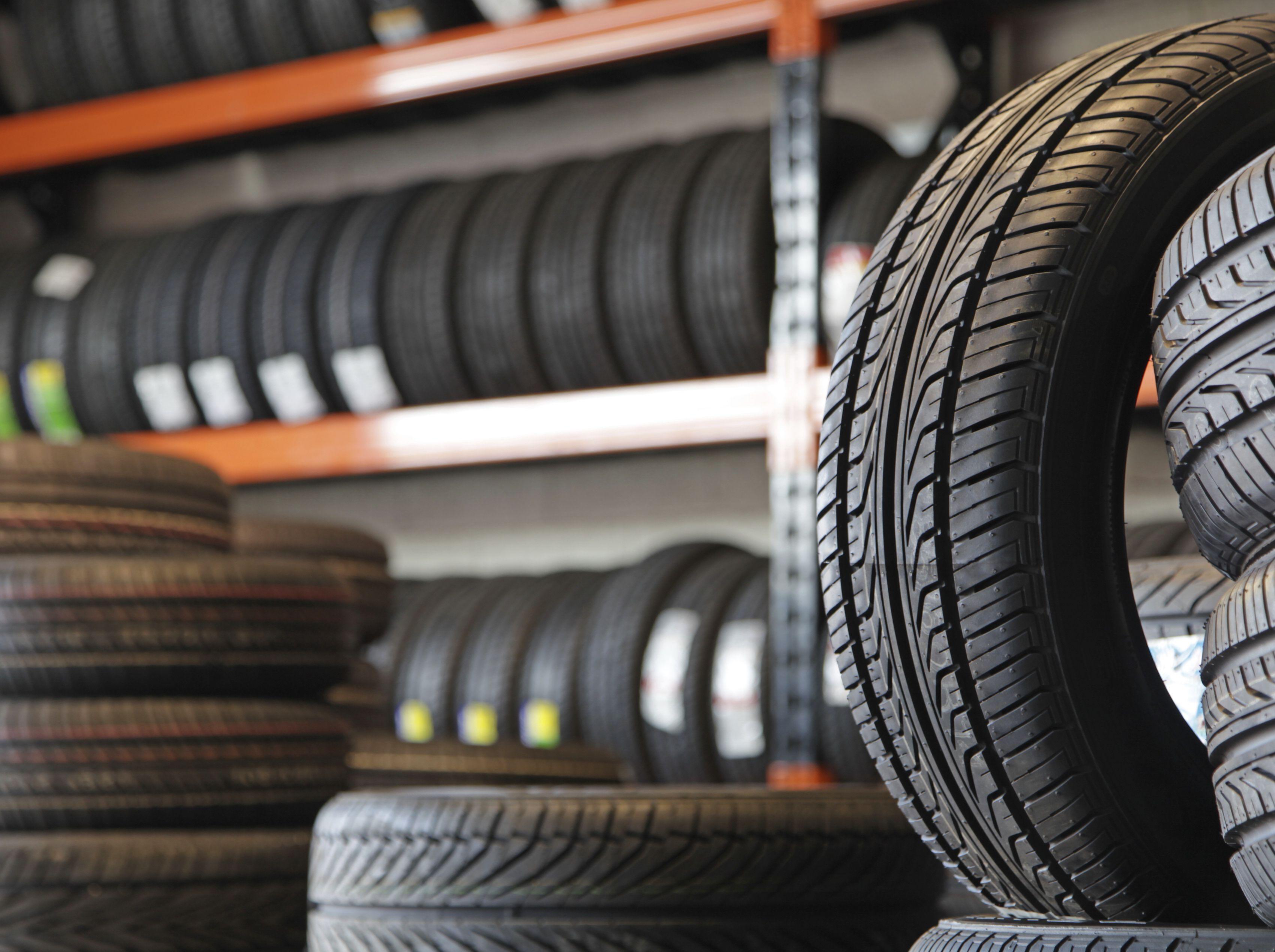 Neumáticos de turismo y camión en Ponferrada