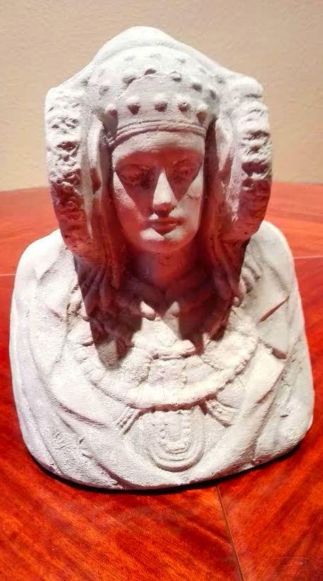 La DAMA DE ELCHE, símbolo ibérico de la ciudad, encontrada el 4/08/1897 en el paraje de La Alcudia.