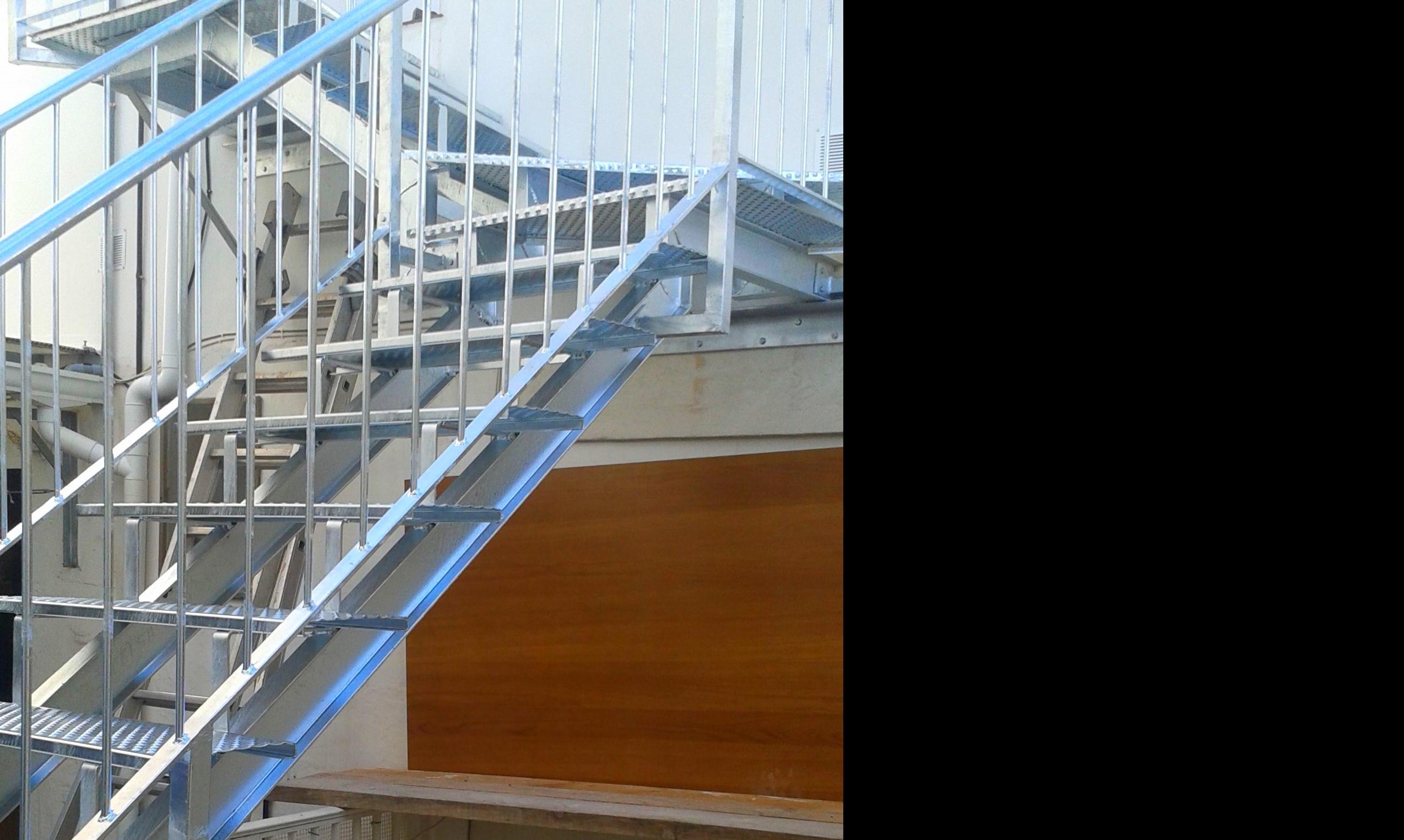 Escalera en para subir a terraza en Denia
