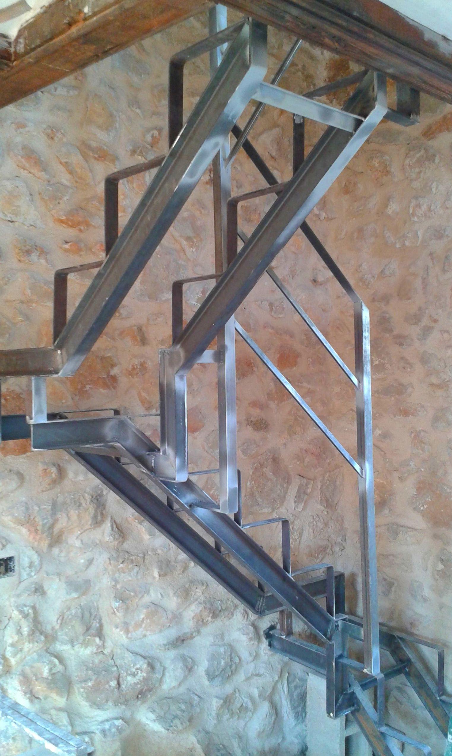 Escalera con peldaños compensados en Pedreguer