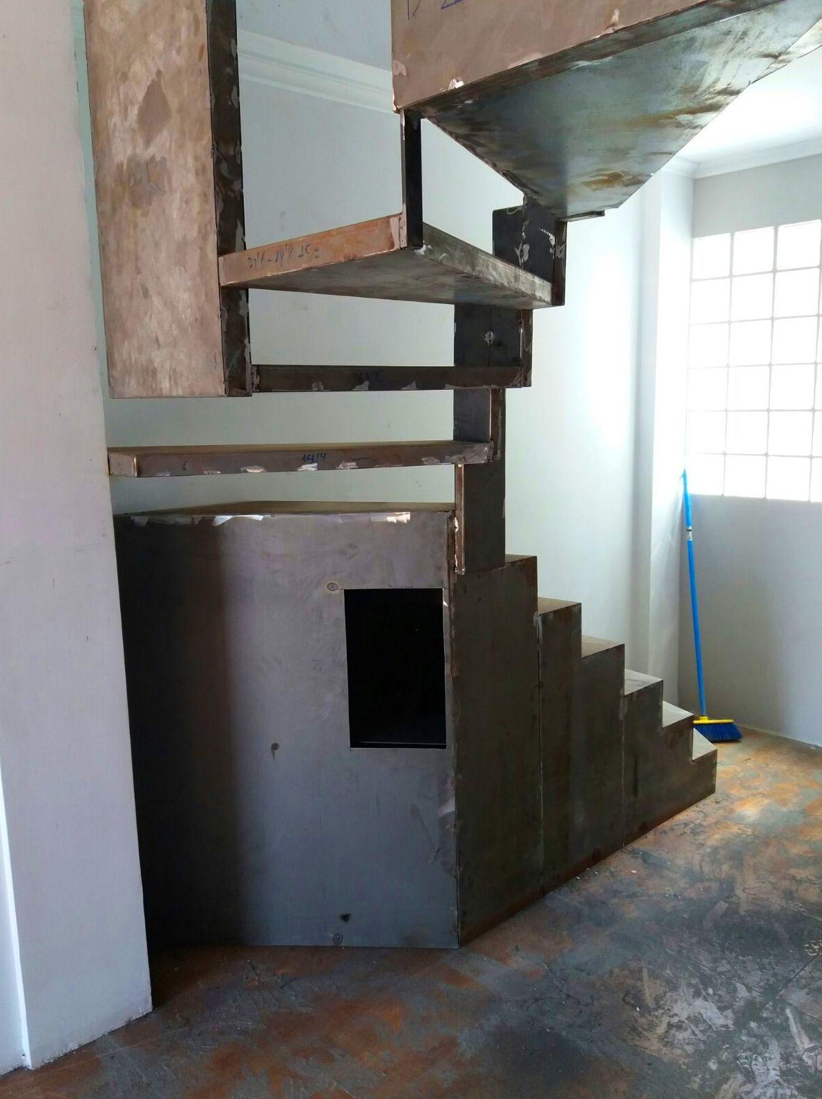 Escalera de caracol en recto realizada con chapa