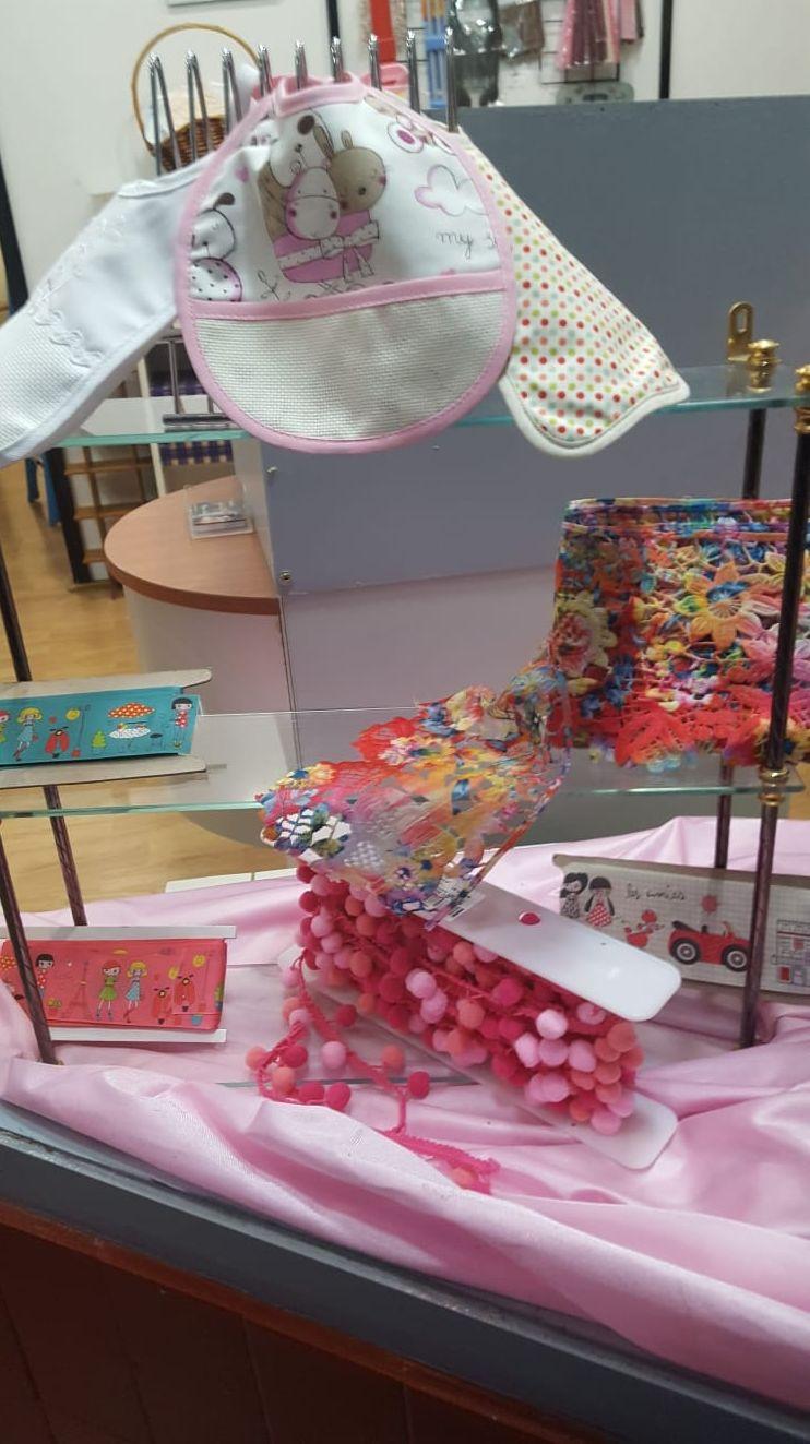 Baberos y decoración textil para tu bebé o para regalar!