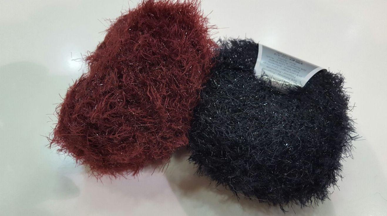 Lanas de pelo corto y muy suave que tienen un poco de brillo,ideal para hacer prendas de fiesta.