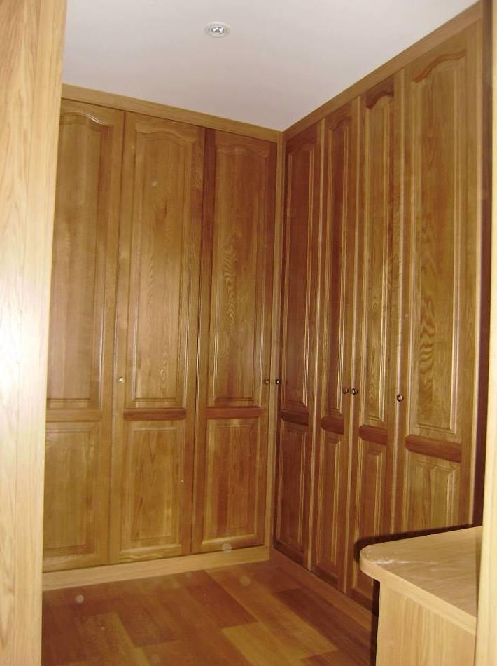 Armario de madera empotrado para cualquier espacio de su vivienda