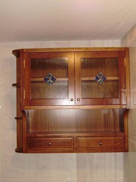 Pequeño armario de madera