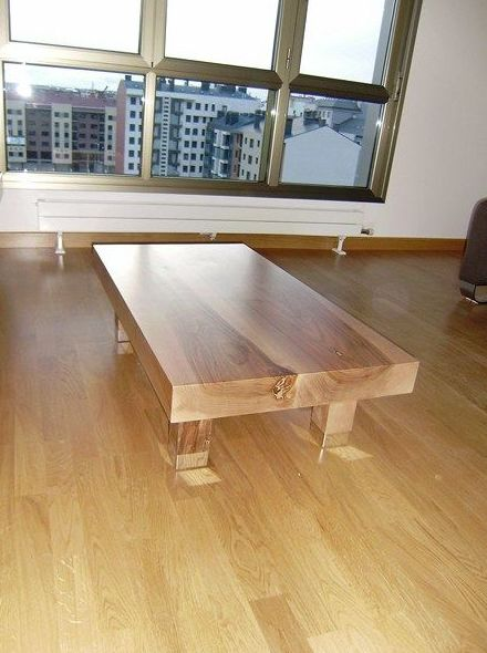Mesa de madera para salón